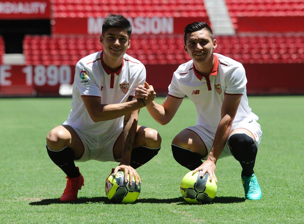 Sevilla's Argentinian midfielders Matias Kranevitter (R) and Joaquin Correa pose on the pitch during their official presentation at the Ramon Sanchez Pizjuan stadium in Sevilla on July 12, 2016. / AFP / CRISTINA QUICLER (Photo credit should read CRISTINA QUICLER/AFP/Getty Images)