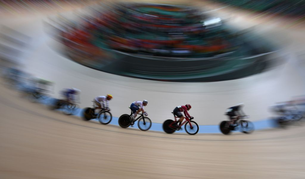 Italy's Elia Viviani (C) competes in the Men's Omnium Points race track cycling event at the Velodrome during the Rio 2016 Olympic Games in Rio de Janeiro on August 15, 2016. / AFP / Greg BAKER (Photo credit should read GREG BAKER/AFP/Getty Images)