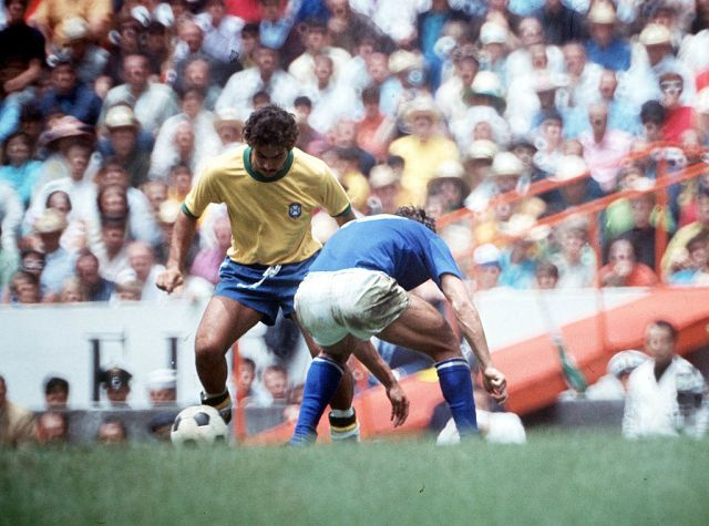 Football, 1970 World Cup Final, Mexico City, Mexico, 21st June, 1970, Brazil 4 v Italy 1, Brazil's Rivelino on the ball faced by an Italian defender (Photo by Popperfoto/Getty Images)