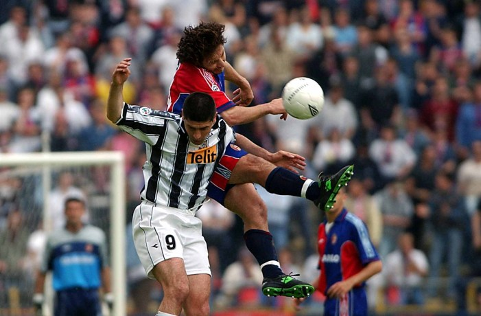 05 May 2001: Renato Olive of Bologna and Sosa of Udinese in action during the Serie A 29th Round League match between Bologna and Udinese played at the Renato Dall''Ara Stadium Bologna. DIGITAL CAMERA Mandatory Credit: Grazia Neri/ALLSPORT