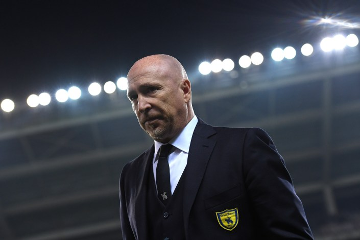 TURIN, ITALY - NOVEMBER 26: AC ChievoVerona head coach Rolando Maran looks on during the Serie A match between FC Torino and AC ChievoVerona at Stadio Olimpico di Torino on November 26, 2016 in Turin, Italy. (Photo by Valerio Pennicino/Getty Images)