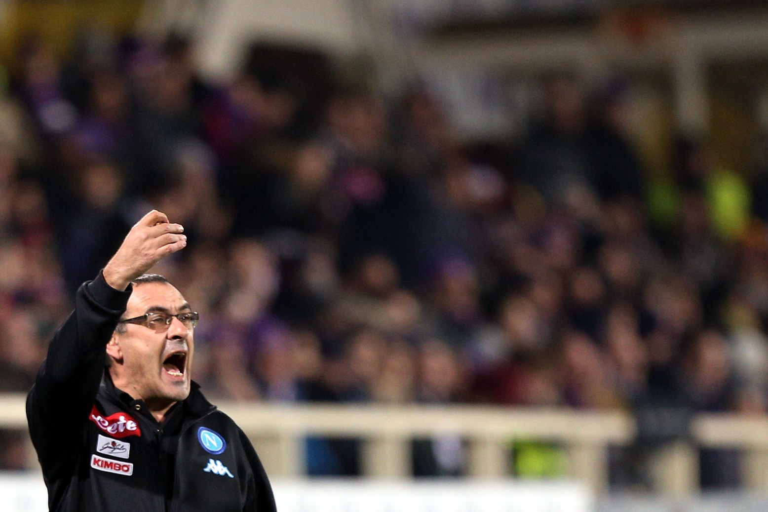 FLORENCE, ITALY - DECEMBER 22: Maurizio Sarri manager of SSC Napoli shouts instructions to his players during the Serie A match between ACF Fiorentina and SSC Napoli at Stadio Artemio Franchi on December 22, 2016 in Florence, Italy. (Photo by Gabriele Maltinti/Getty Images)