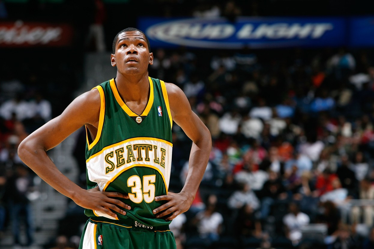 ATLANTA - NOVEMBER 16: Kevin Durant #35 of the Seattle SuperSonics awaits a free throw by the Atlanta Hawks during the first half at Philips Arena November 16, 2007 in Atlanta, Georgia. (Photo by Kevin C. Cox/Getty Images)