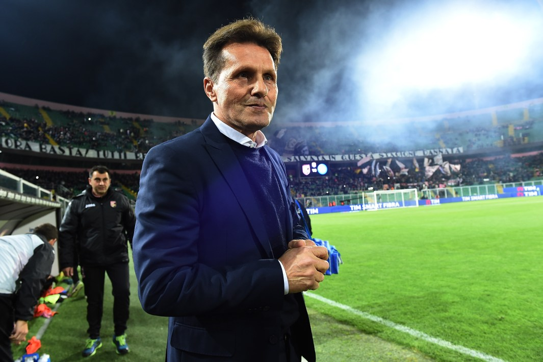 PALERMO, ITALY - MARCH 13: Head coach Walter Novellino of Palermo looks on during the Serie A match between US Citta di Palermo and SSC Napoli at Stadio Renzo Barbera on March 13, 2016 in Palermo, Italy. (Photo by Tullio M. Puglia/Getty Images)