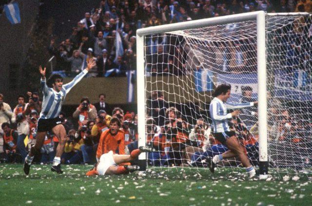 Il gol di Kempes in finale, contro l'Olanda