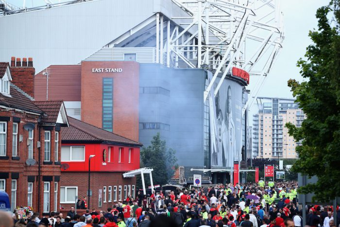 MANCHESTER, ENGLAND - SEPTEMBER 10: Fans walk to the stadium prior to the Premier League match between Manchester United and Manchester City at Old Trafford on September 10, 2016 in Manchester, England. (Photo by Clive Brunskill/Getty Images)