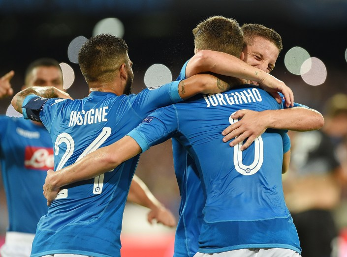 NAPLES, ITALY - AUGUST 16: Lorenzo Insigne, Jorginho and Dries Mertens of SSC Napoli celebrate the 2-0 goal scored by Jorginho during the UEFA Champions League Qualifying Play-Offs Round First Leg match between SSC Napoli and OGC Nice at Stadio San Paolo on August 16, 2017 in Naples, Italy. (Photo by Francesco Pecoraro/Getty Images)