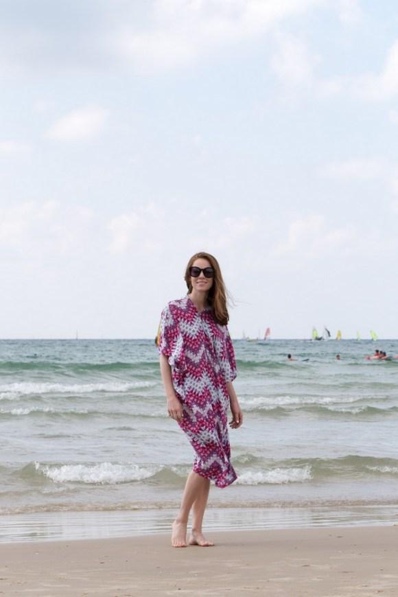 Pink Kaftan on beach_00016