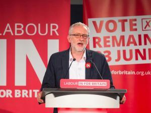 """Jeremy Corbyn fa propaganda per il """"Remain"""""""