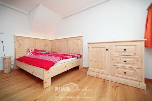 Schlafzimmer aus Arvenholz von RIWA Design