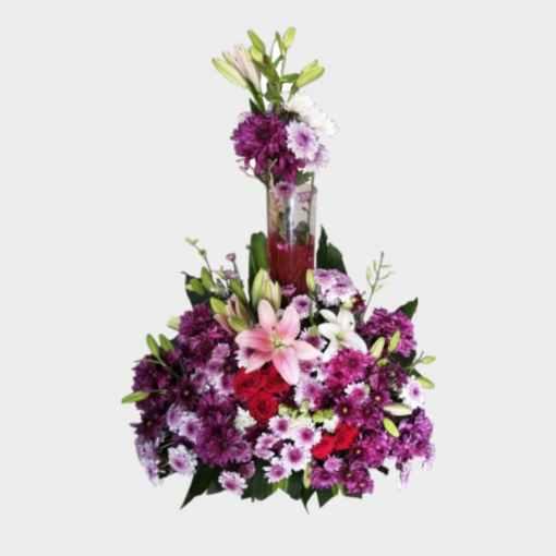زهور طبيعية فازة زجاجية بالوسط