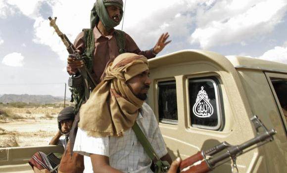 Armed tribesmen loyal to the Yemeni army ride on the back of a truck in al-Mahfad, in the southern province of Abyan, on May 23, 2014 to help repel attacks by Al-Qaeda militants.