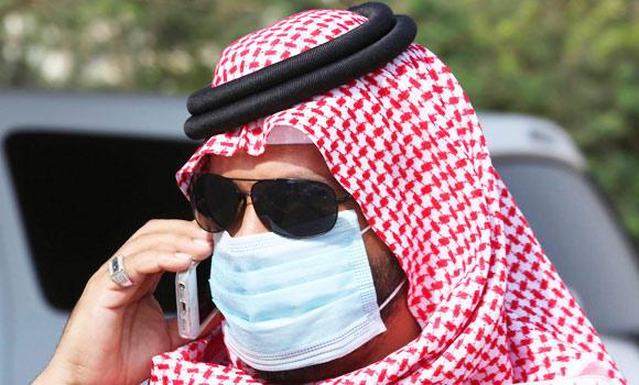 A man with mask speaks on his mobile phone in Jeddah, in this May 29, 2014 photo. (Reuters)