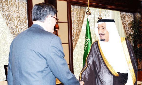 Deputy Custodian of the Two Holy Mosque Prince Salman greets US Treasury Secretary Jacob Lew in Jeddah. (SPA)