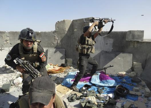 Members of the Iraqi Special Operations Forces take their positions during clashes with the al Qaeda-linked Islamic State of Iraq and the Levant (ISIL) in the city of Ramadi June 19, 2014.