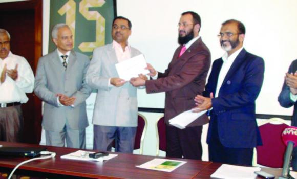 Mohamed Imran of Al-Abeer Medical Group presents results of the contest to school principals during a function attended by Mohammed Ashraf and other senior MES officials on Monday.