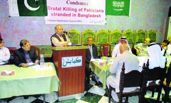 Naseem Sehar from Islamabad, Pakistan speaking at a function organized by PRC in Jeddah.
