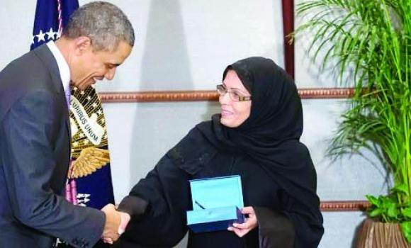 Maha Al-Muneef, chief of the National Family Safety Program, right, receives the bravery award from US President Barack Obama in this March 29 photo.