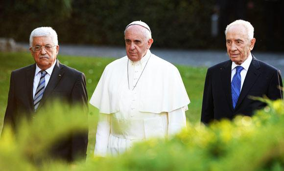 Pope Francis (C) arrives with Palestinian leader Mahmud Abbas (L) and Israeli President Shimon Peres for a joint peace prayer on Sunday in the gardens of the Vatican. (AFP)
