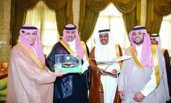 Flynas executives with Riyadh Gov. Prince Turki bin Abdullah bin Abdul Aziz.