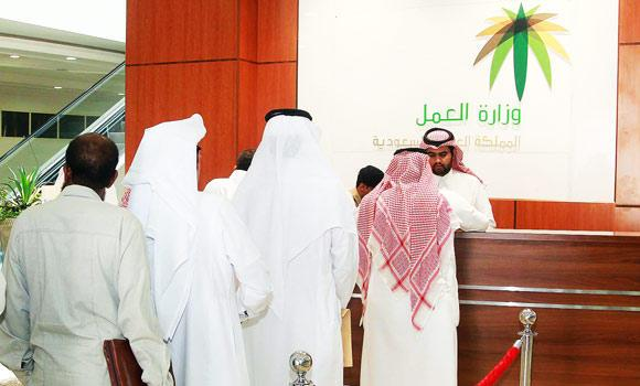 Saudis-in-queue-to-process-their-documents-in-Labour-office