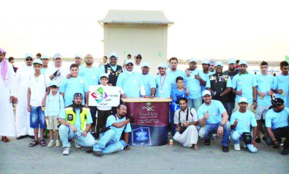 Volunteers at the corniche during the campaign of distribution of the awareness brochures on drugs and damage.