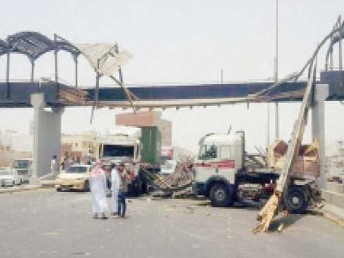 Expressway pedestrian bridge on Jeddah Makkah Expressway.