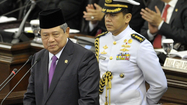 Indonesian President Susilo Bambang Yudhoyono (L), leader of the world's largest Muslim-majority country called upon international leaders to tackle extremism.