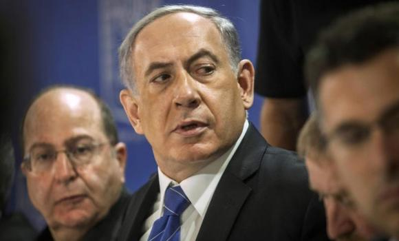 Israel's Prime Minister Benjamin Netanyahu (C) and Defence Minister Moshe Yaalon (L) attend a cabinet meeting in Tel Aviv July 31, 2014. Netanyahu, facing international alarm over a rising civilian death toll in Gaza, said on Thursday he would not accept any ceasefire that stopped Israel completing the destruction of Hamas infiltration tunnels.