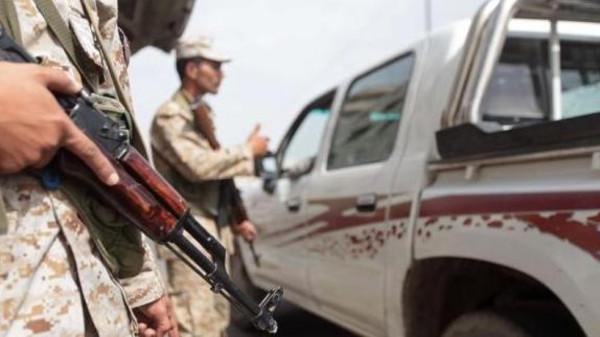 Suspected al-Qaeda gunmen shot dead Monday four Yemeni soldiers in an ambush in southeastern Hadramawt province.