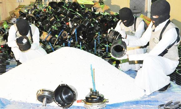 Anti-narcotics sleuths take out drugs hidden in shock absorbers. (SPA)