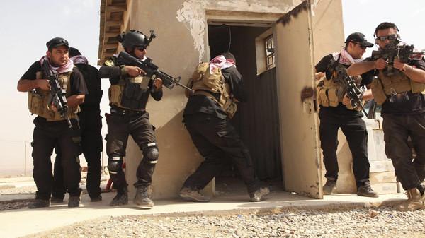 Kurdish Peshmerga fighters take part in field training to fight ISIS militants at Mount Batnaya near Zummar, September 20, 2014.