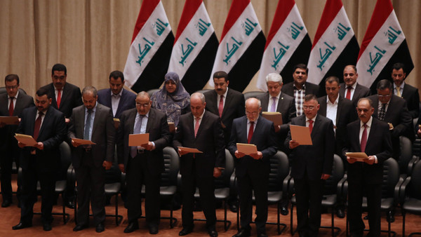 Members of the Iraqi parliament gather to vote on Iraq's new cabinet line-up at the parliament in Baghdad on September 8, 2014.