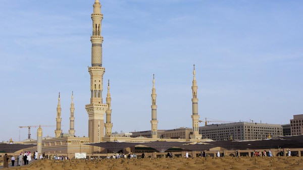 Prophet's-Mosque-in-Madinah 2
