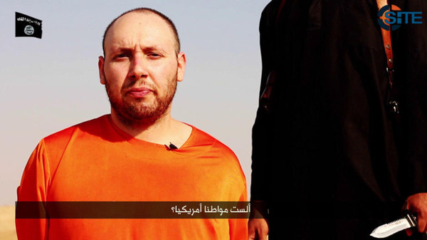 A video showing U.S. journalist Steven Sotloff kneeling next to a masked ISIS fighter holding a knife in an unknown location in this still image from video released by ISIS September 2, 2014.