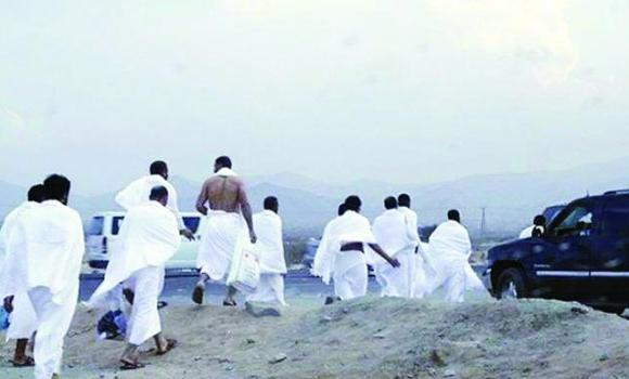 In the past, unauthorized pilgrims were able to avoid checkpoints on roads leading to Makkah by using dirt roads.