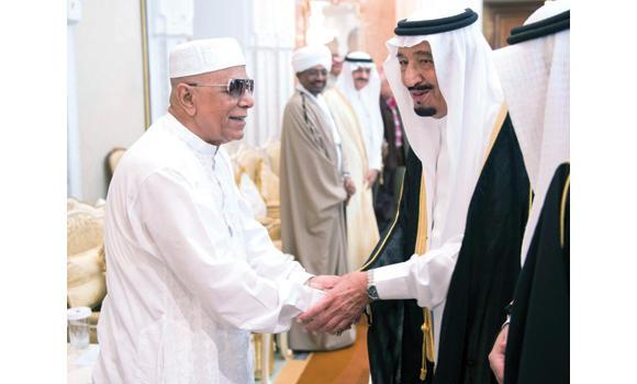 Crown Prince Salman shakes hands with Bangladesh President Mohammed Abdul Hamid while receiving in Mina foreign dignitaries who performed Haj this year. (SPA)