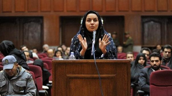 Reyhaneh Jabbari defends herself during the first hearing of her trial in 2008.
