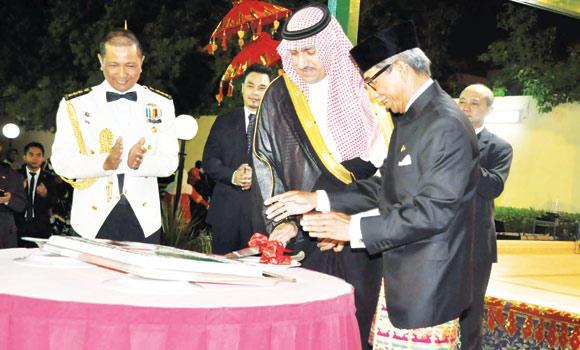 Riyadh Gov. Prince Turki bin Abdullah bin Abdul Aziz cuts a cake at Indonesia's 69th Independence Day and Armed Forces Day celebrations in Riyadh.