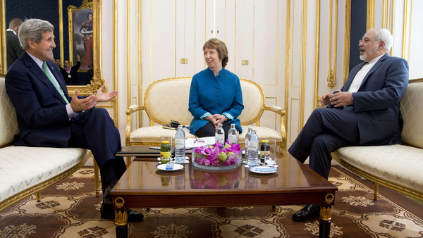 U.S. Secretary of State John Kerry (L), European Union High Representative Catherine Ashton, and Iranian Foreign Minister Mohammad Javad Zarif participate in a trilateral meeting in Vienna, Austria, on Oct. 15, 2014.