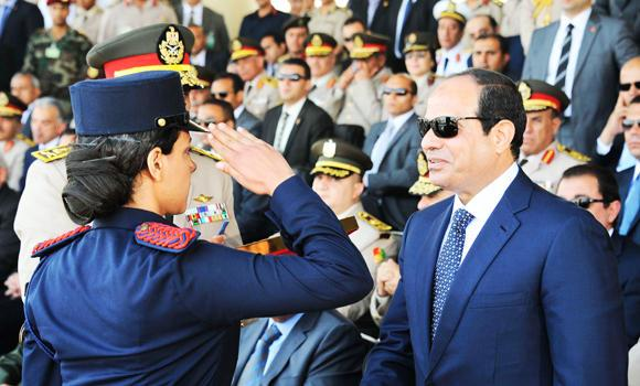 Egypt President Abdel Fattah al-Sisi (R) greets a graduate during a graduation ceremony of the Egyptian Military Academy in Cairo, in this June 24, 2014 photo.