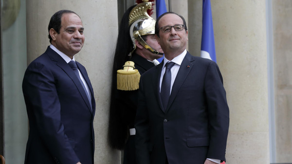 French President Francois Hollande welcomes Egyptian President Abdel Fattah al-Sisi as he arrives at the Elysee Palace in Paris, Nov. 26, 2014.