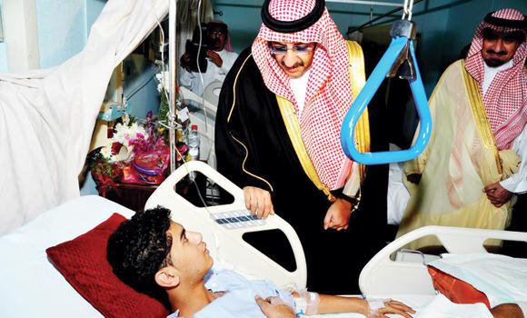Interior Minister Prince Mohammed bin Naif visits one of the boys injured in Al-Ahsa terror attack. (SPA)