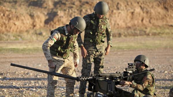 Kurdish Peshmerga fighters undergo training by British soldiers at a shooting range in Arbil, in Iraq's northern autonomous Kurdistan region November 5, 2014.