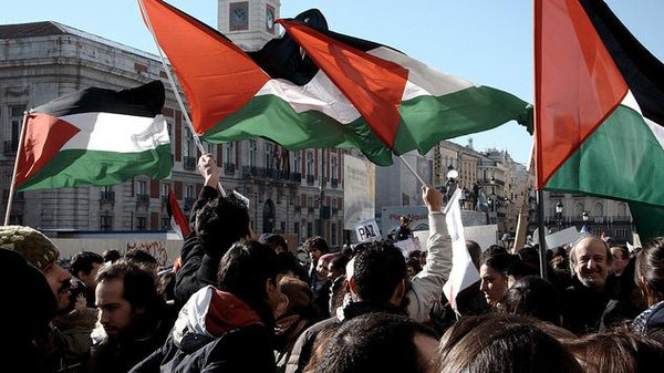 The Spanish parliament voted Tuesday in favor of a resolution urging Madrid to recognize Palestine.