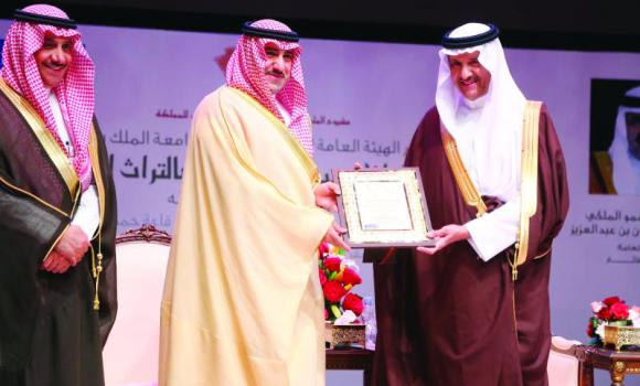 SCTA President Prince Sultan bin Salman honors Riyadh Gov. Prince Turki bin Abdullah bin Abdul Aziz at the forum.