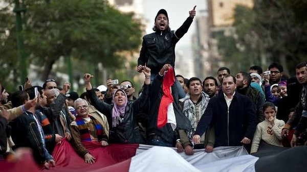 A law to criminalize insulting the revolution will be issued shortly in Egypt.