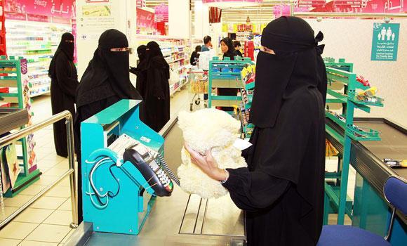 Saudi-women-cashiers_0
