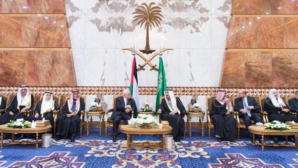 Abbas was also received by Crown Prince Muqrin bin Abdulaziz Al Saud. (SPA)