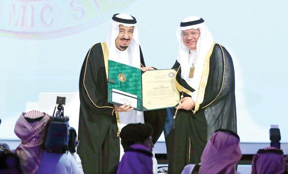 Custodian of the Two Holy Mosques King Salman presents the King Faisal International Prize for Islamic Studies to Dr. Abdul Aziz bin Abdul Rahman Kaki in Riyadh on Sunday.
